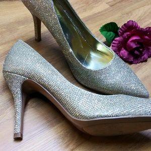 Nine west pumps like new heels sparkle